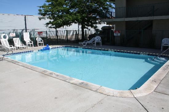 Motel 6 Kalispell: pool
