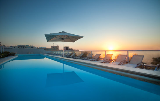 The George Hotel : Sunrise from our rooftop pool