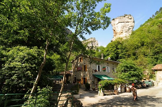 http://media-cdn.tripadvisor.com/media/photo-s/01/f8/99/1d/auberge-du-moulin-de.jpg