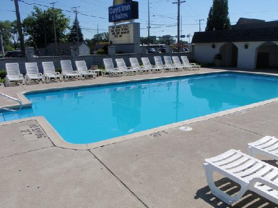 Days Inn & Suites: pool