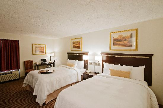 BEST WESTERN Chicagoland - Countryside: A room with 2 double beds