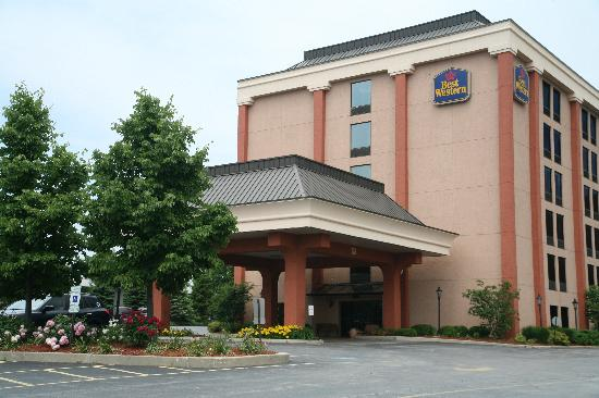 BEST WESTERN Chicagoland - Countryside: Summer Time
