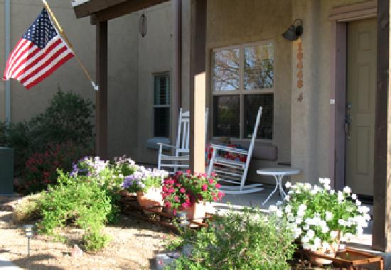 Inn at Civano: Relax on our front porch!