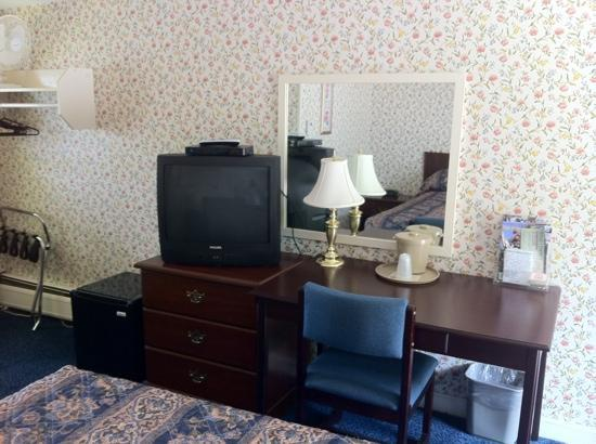 Sunset Motor Inn: room