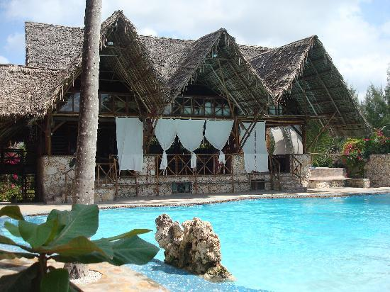 Samaki Lodge &amp; Spa: piscina e ristorante