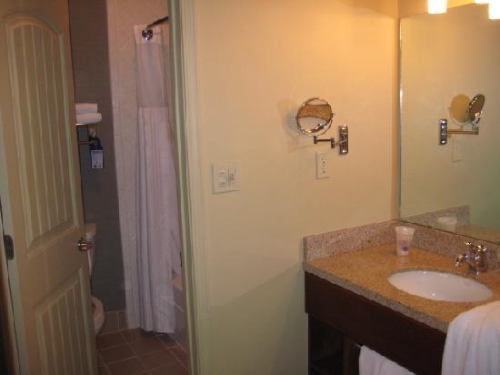 BEST WESTERN PLUS ClockTower Inn: Nice Bathroom