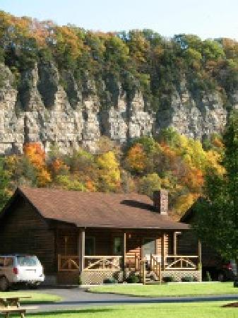 Smoke Hole Caverns &amp; Log Cabin Resort: Family Log Cabin