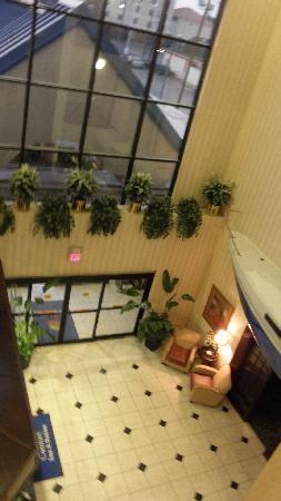 Comfort Inn: pic of lobby