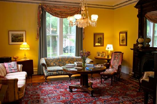 Hillsdale House Inn: One of the sitting rooms.
