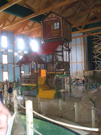 a family trip to grizzly jack water resort There is something fun about having an indoor water park, because that means no matter what time of year you want to make a splash, you can rain, snow, or sun grizzly jacks grand bear.