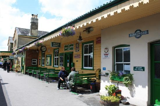 Alton, UK: Alresford Station, where we stopped for about 20 minutes