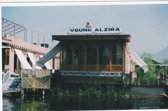 Young Alzira Group of House Boats.