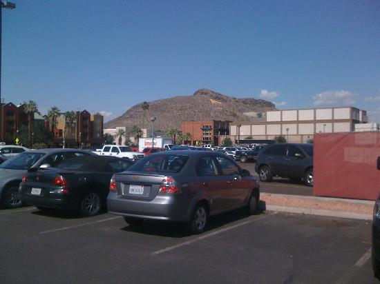 Courtyard by Marriott Tempe Downtown: View from carpark