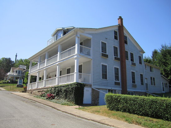 South Landing Inn