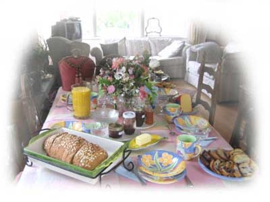 Alaskan European Bed & Breakfast: Breakfast Table