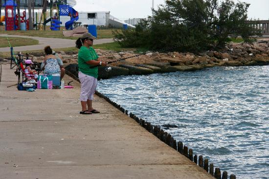 You can use a floater a catch white fish for Galveston fishing report seawolf park