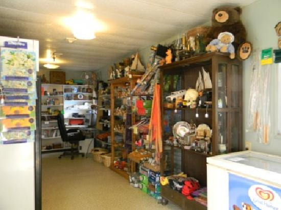 Williamson's Lake Campground: Gift shop
