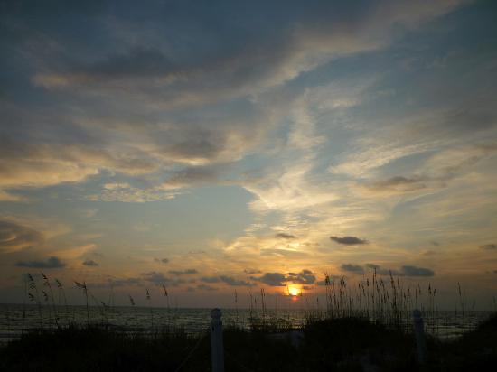 Bungalow Beach Resort: One of our many sunsets
