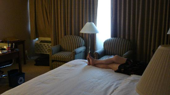 Sheraton Pasadena: Big king size bed