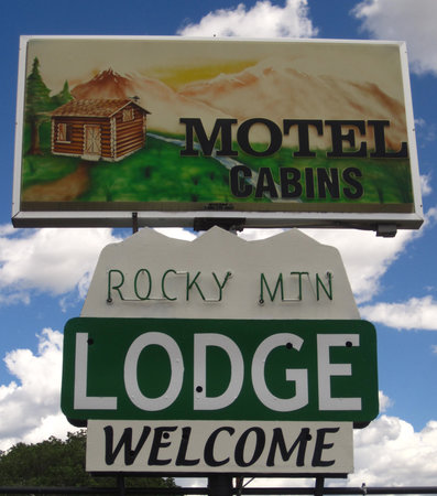 Rocky Mountain Lodge: Our New Sign
