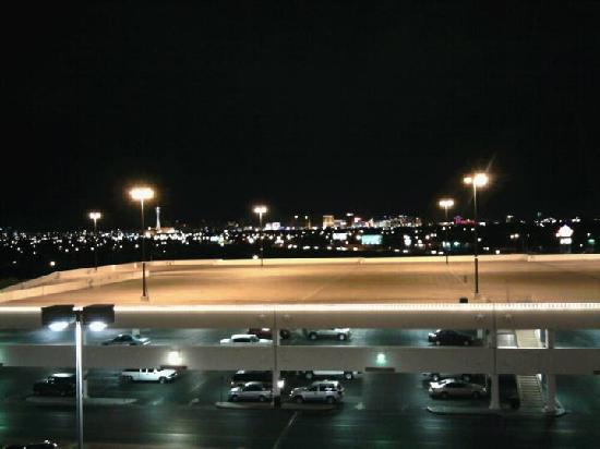 Texas Station Gambling Hall and Hotel: The view of the strip from the room window.