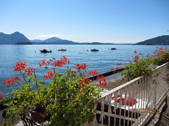 Hotel Rigoli: View of Lake Maggiore from the hotel terrace