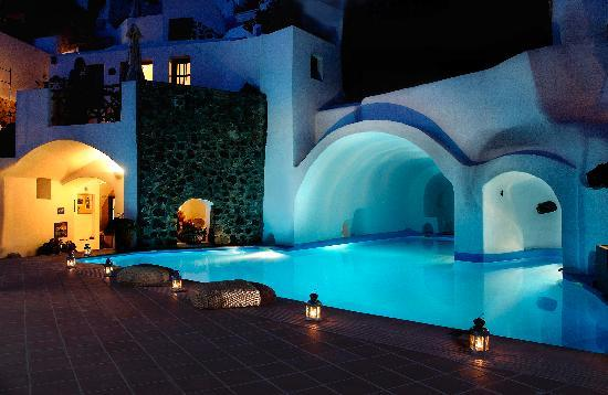 Esperas Traditional Houses: Pool at night