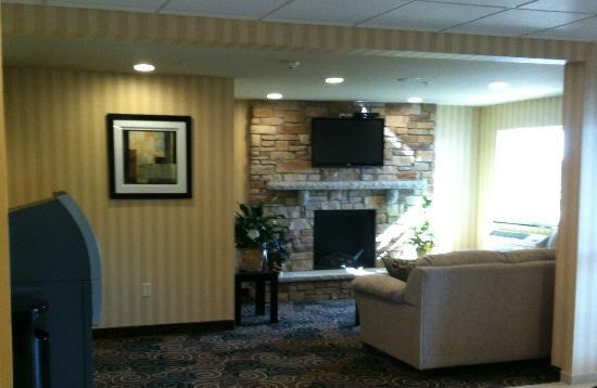 Cobblestone Inn & Suites, Oshkosh: Unwind and relax by the lobby fireplace