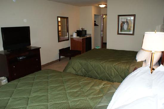 Cobblestone Inn &amp; Suites, Oshkosh: Standard King and Double Queen Rooms with refrigerator, microwave, DVD player and more!