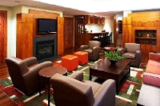 Four Points by Sheraton Charlotte: Hotel Lounge