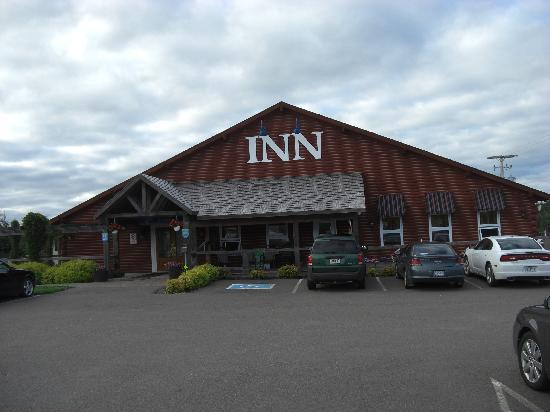 Bras d&#39;Or Lakes Inn: Das Inn von der Strasse gesehen