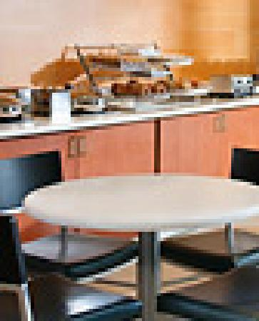 Springhill Suites Ashburn Dulles North: Breakfast made easy!