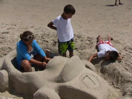 Echo Motel & Oceanfront Cottages: Making the final touches