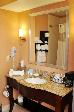 Hampton Inn Elizabethtown: Our newly remodeled guest bathrooms are a little piece of heaven.