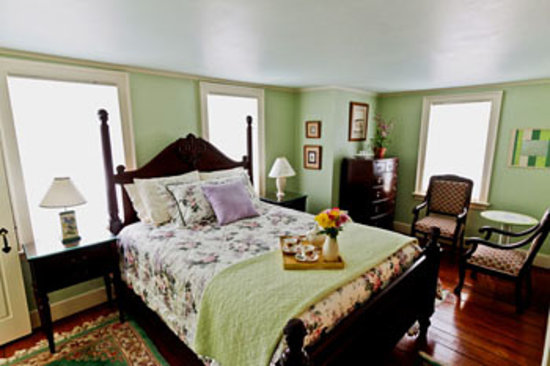 The 1750 Inn at Sandwich Center: Hallstead Room