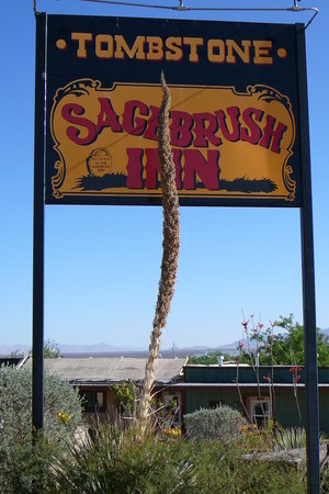 Tombstone Sagebrush Inn: Motel sign