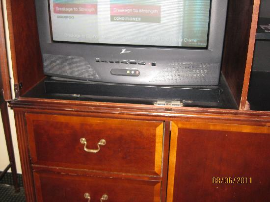 Days Inn Miami Airport North: The oldest TV stand and TV