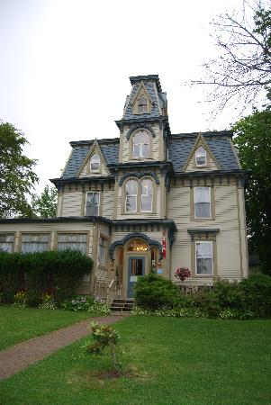 Front View of Bluenose Lodge