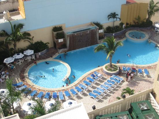 Las Flores Beach Resort: Large Pool