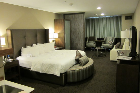 The Oxford Hotel: Our huge suite