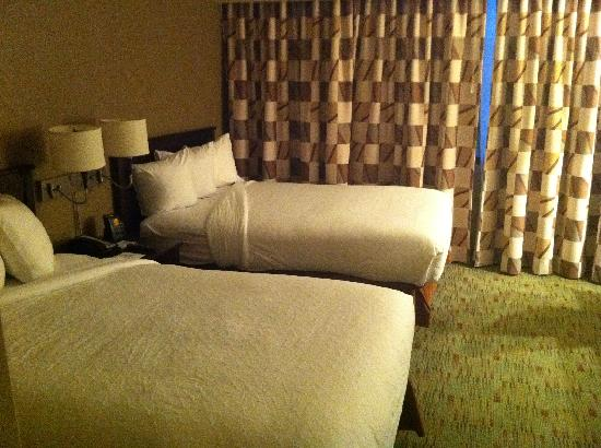 Embassy Suites by Hilton Columbus: Bedroom