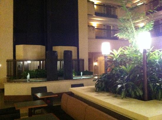 Embassy Suites Hotel Columbus: Living Room/Wet Bar