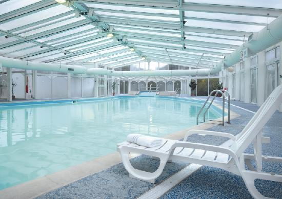 Swimming pool side view - Suffolk hotels with swimming pool ...