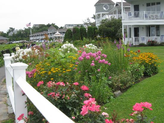 Holiday Guest House Bed & Breakfast: Along the Marginal Way walking path