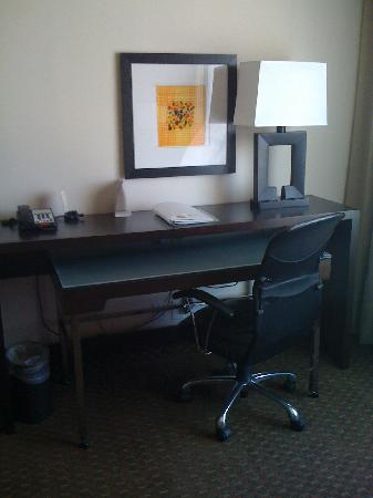 Holiday Inn Dallas DFW Airport - South: desk