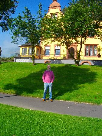 Reil, Germany: Me in front of the Hotel