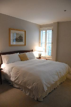 The Inn at Camden Place: super comfy king sized bed