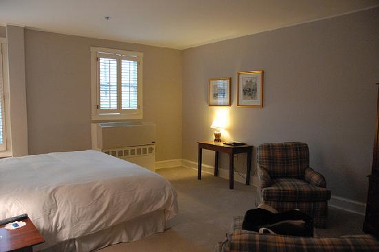 The Inn at Camden Place: positive: lots of space, negative: really needs to be styled/decorated