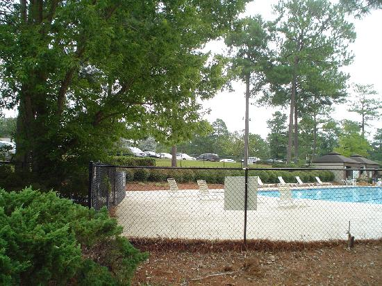 The Guest House at Houndslake : POOL 