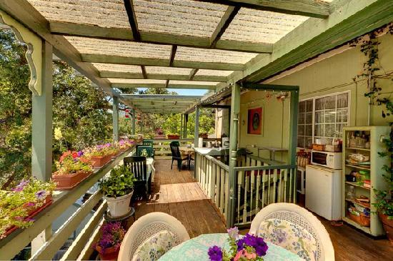 The Mariposa Creek Garden Veranda at the Mariposa Hotel Inn